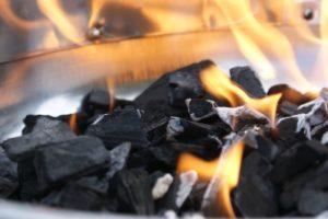 Grillen auf Holzkohle